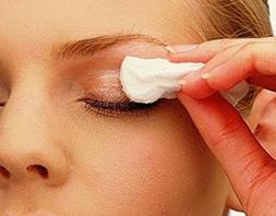 b2e645a7474ae A falta de orientação médica na adaptação de lente de contato continua  sendo um problema de saúde pública no Brasil. De acordo com o oftalmologista  do ...