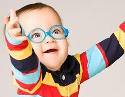 2fd1354f8e5e0 E de repente você descobre que seu pequeno vai precisar de óculos. Antes de  transformar isso num bicho de sete cabeças